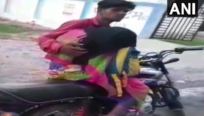 viral video: അമ്മയുടെ മൃതദേഹം ബൈക്കില് കെട്ടിവച്ചു പോകുന്ന മകന്