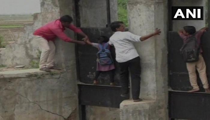 video: തൂണുകളില് തൂങ്ങിയാടിയൊരു സ്കൂള് യാത്ര