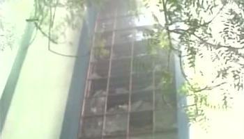 ബംഗാളില് ആശുപത്രി കെട്ടിടത്തിന് തീപിടുത്തം:രണ്ട് മരണം,അന്പതിലേറെ പേര്ക്ക് പരിക്ക്