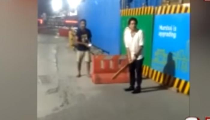 VIDEO: ഹോട്ടല് ജീവനക്കാരോടൊപ്പം തെരുവില് ക്രിക്കറ്റ് കളിച്ച് സച്ചിന്