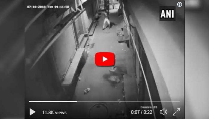video: കക്കാന് പോകുമ്പോഴും ഇങ്ങനെ വേണം!